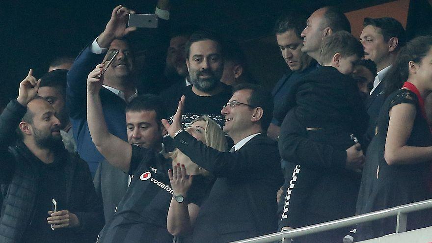 Ekrem İmamoğlu, Beşiktaş Başakşehir maçını tribünlerden izledi