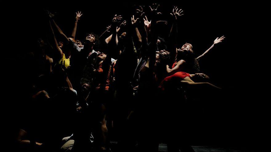 بریتانیا؛ مرگ یک کمدین بر روی صحنه نمایش