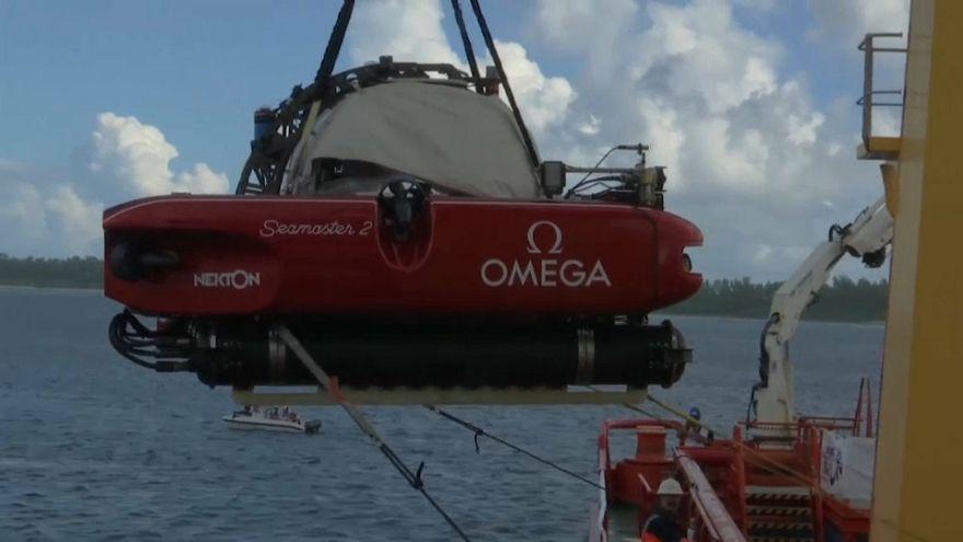 عملية إنزال غواصة لاستكشاف قاع المحيط