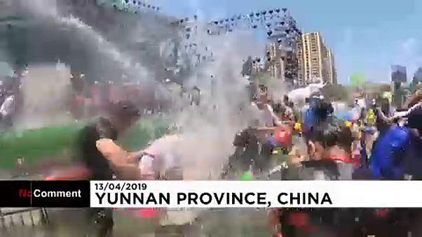 Un multitudinario festival 'pasado por agua'