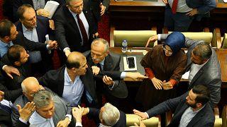 Video: Ankara Büyükşehir Belediye Meclisi'nde arbede