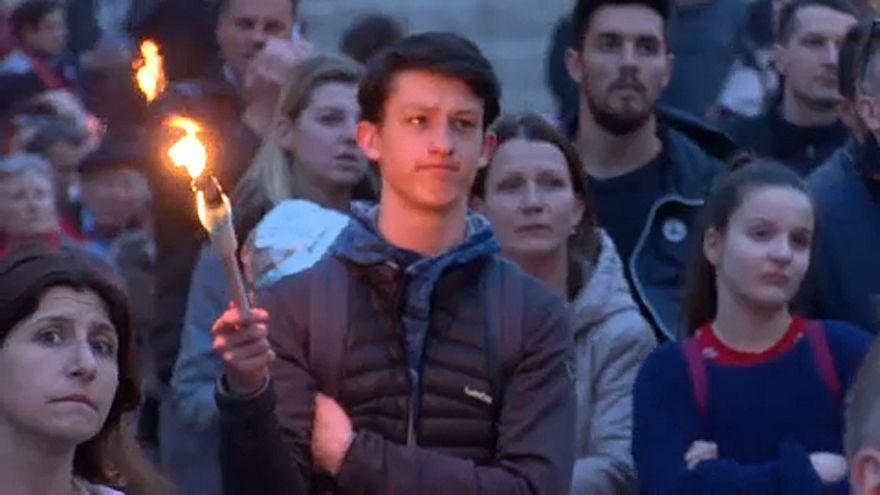 Fáklyás felvonulással emlékeztek a holokauszt áldozataira
