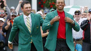 """Tiger Woods se viste con su quinta """"chaqueta verde"""""""