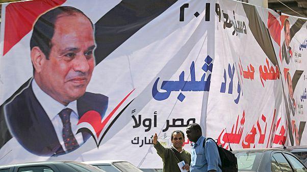 لافتة تطالب بالتصويت لصالح التعديلات الدستورية