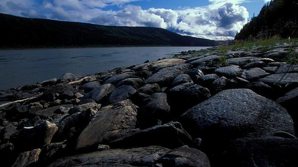 Dünya ısınıyor, buz tutan nehirler erken eriyor: Alaska'da 102 yılın rekoru
