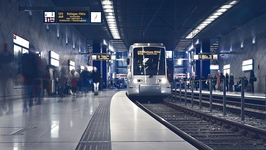 Avrupa'da hangi kentler gece boyunca metro hizmeti veriyor?