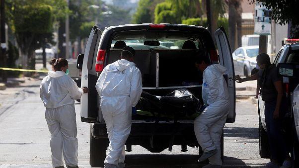 Encuentran decenas de cuerpos en fosas clandestinas en México