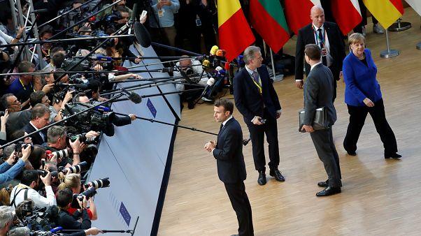 Президент Франции и другие европейские лидеры перед журналистами в Брюсселе