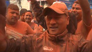 شاهد: احتفالات بالعام الجديد وتشكرات للآلهة على طقس فصل الربيع بالنيبال