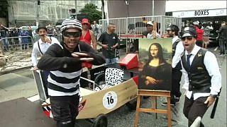 Brezilya'da ev yapımı motorsuz araçlar kıyasıya yarıştı