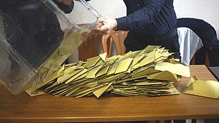 YSK, Maltepe'de tüm oy sayımlarının iptali kararını kaldırdı, kalan sandıklarda sayım devam edecek