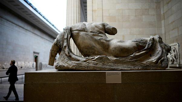 إحدى المنحوتات اليونانية في المتحف البريطاني بلندن