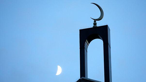 فرنسا: غضب في أوساط المسلمين بعد تدنيس مساجد وأماكن خاصة بالعبادة
