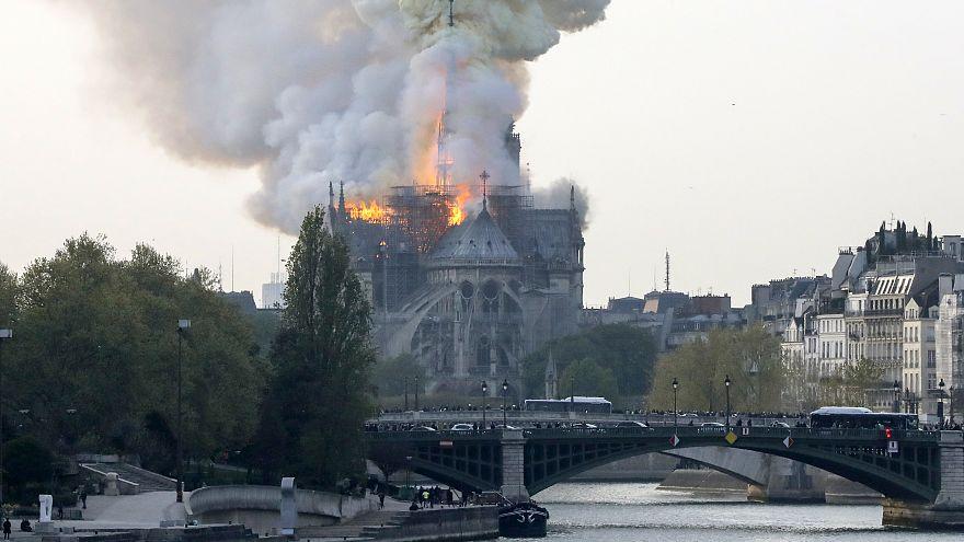 Un incendio devora la catedral de Notre Dame en París