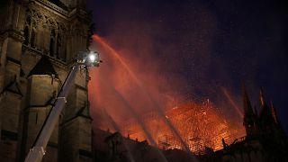 """Impressionnant incendie à Notre-Dame à Paris, la structure """"sauvée et préservée dans sa globalité"""""""