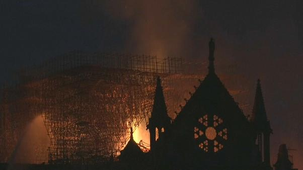 Notre Dame: la struttura in pietra è salva, non crollerà