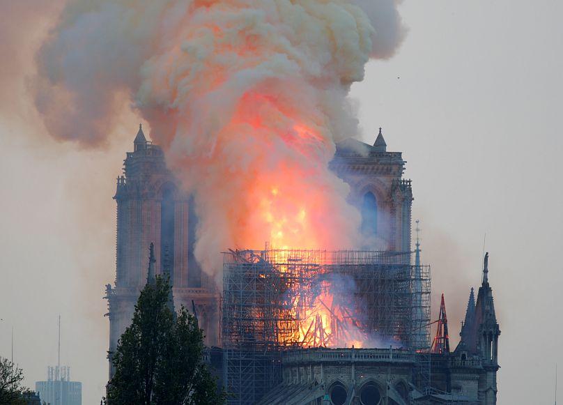 El incendio comenzó poco antes de las siete de la tardeREUTERS/Charles Platiau