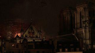 Горит Собор Парижской Богоматери
