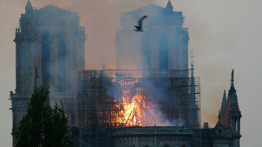 Fotoğraf galerisi: Paris'in sembol yapılarından Notre Dame'da yangın
