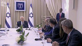 Reuven Rivlin spricht mit Vertretern der Blau-Weiß-Wahlliste