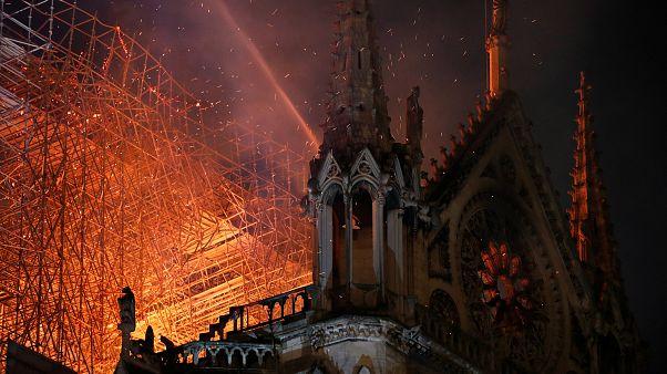 Notre-Dame in Flammen: Weltweite Bestürzung