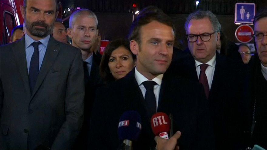 """Macron turbato promette: """"Ricostruiremo Notre Dame"""""""