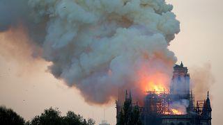Dünya liderleri ve siyasetçiler Notre-Dame yangını için ne dedi?