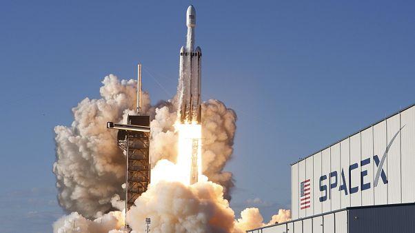 Falcon Heavy: Γύρισε στη Γη, αλλά τελικά…έπεσε από το πλοίο λόγω θαλασσοταραχής!
