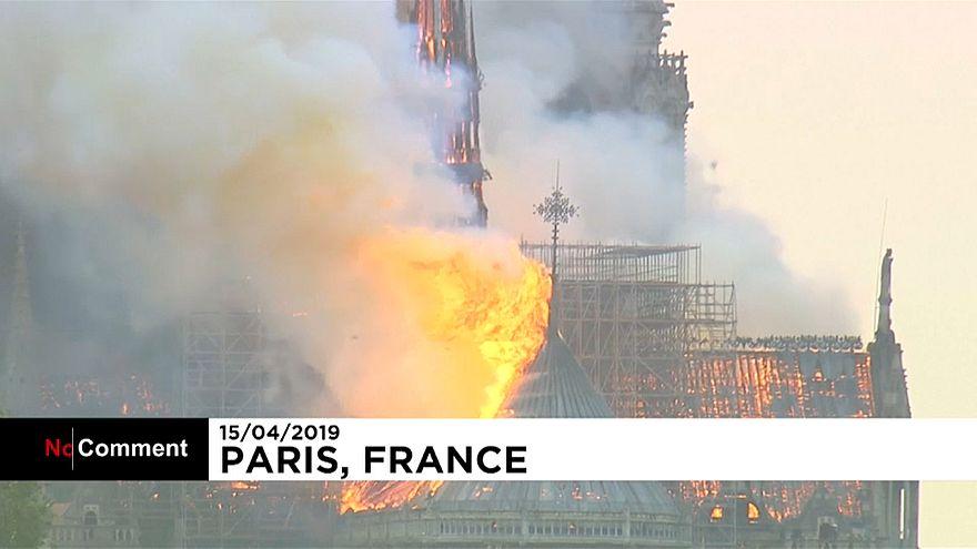 نوتردام در آتش، پاریس در دود و اندوه