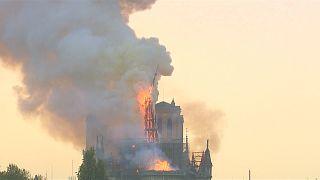 شاهد: حريق كاتدرائية نوتردام بباريس يصدم الفرنسيين والعالم