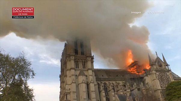 Las llamas devoran la catedral de Notre Dame