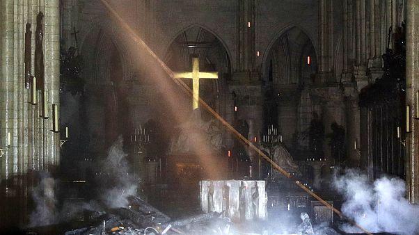 Tűz után a Notre-Dame belseje
