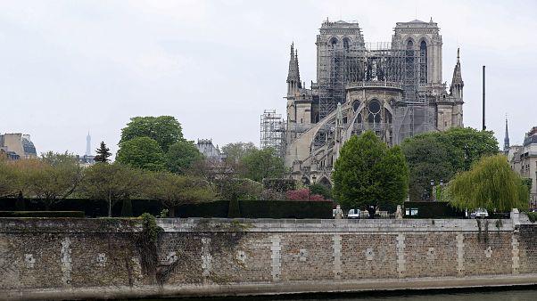 Εισαγγελία Παρισιού: Η έρευνα για την φωτιά μπορεί να διαρκέσει μήνες - Ατύχημα η πιθανότερη αιτία