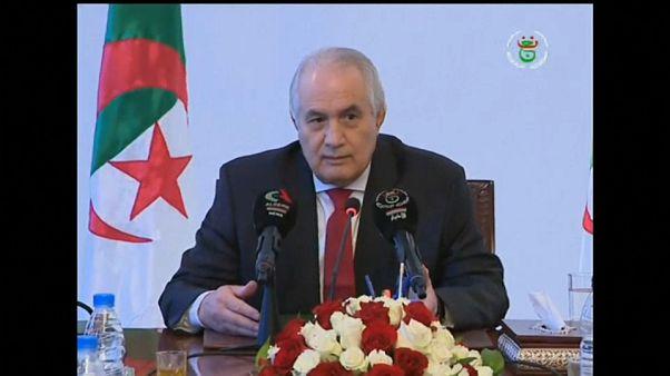 Militares procuram soluções na Argélia