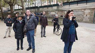 شاهد: السياح والباريسيون يلقون نظرة على كاتدرائية نوتردام بعد الحريق