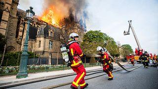 چرا برای مهار آتش نوتردام از هواپیمای آبپاش استفاده نشد؟ پاسخ آتشنشانان پاریسی به ترامپ