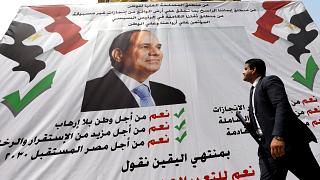 لافتة تحمل صورة السيسي وعبارات مؤيدة لحكمه