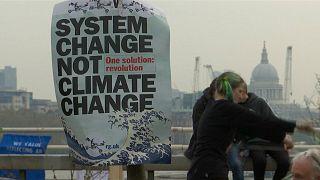 فعالان محیط زیست خیابانهای پرتردد لندن را مسدود کردند