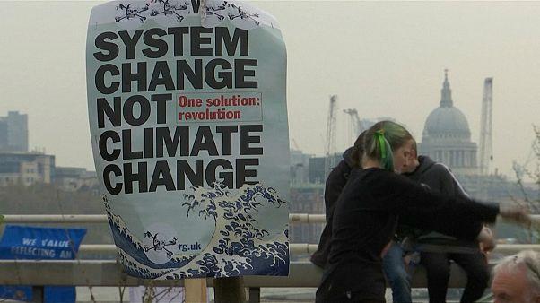 شاهد: احتجاجاتٌ ضد تغيّر المناخ في لندن
