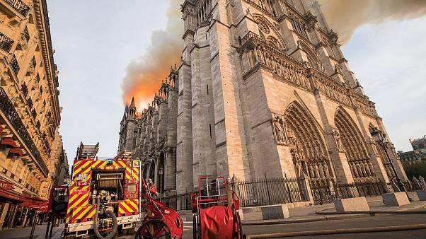 Interaktív kép: a Notre-Dame a tűzvész előtt és után