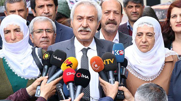 HDP'li Mızraklı, AK Partili kayyumun makam odasında yaptığı lüks değişiklikleri gösterdi