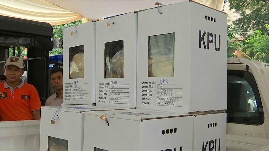 Indonésios votam em eleições presidenciais e legislativas