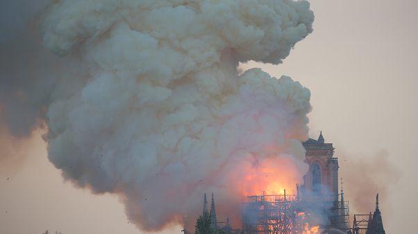 الحريق الذي التهم كاتدرائية نوتردام التاريخية في باريس