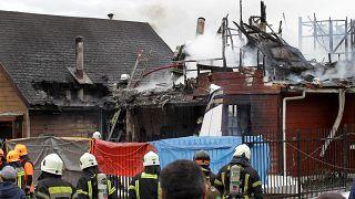 Μικρό αεροπλάνο έπεσε σε σπίτι – Έξι άνθρωποι σκοτώθηκαν