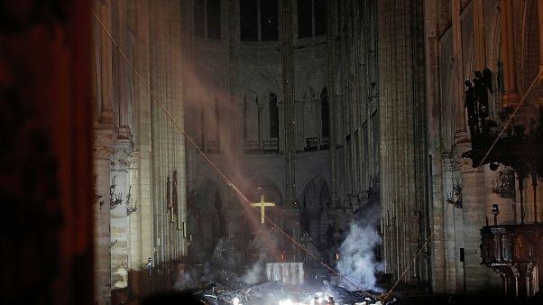 На пепелище внутри собора Парижской Богоматери (17.04.2019)
