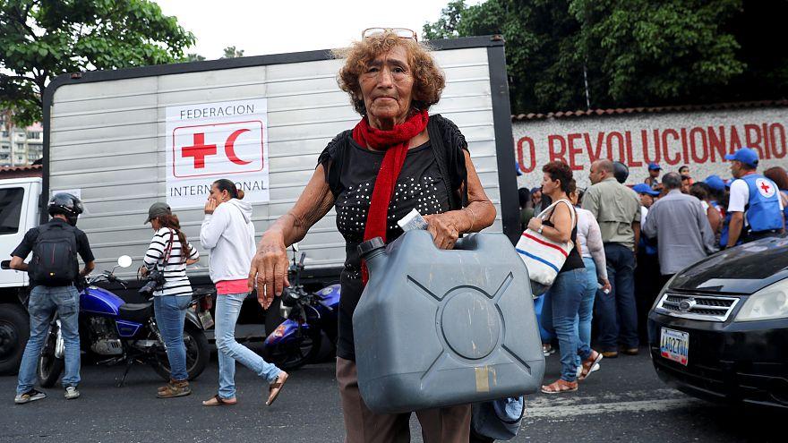 """""""Глоток свободы"""": Мадуро пропустил первую помощь от Красного Креста"""