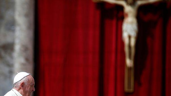 """Ferenc pápa: """"fájdalommal töltött el a lángoló Notre-Dame-ot látni"""""""