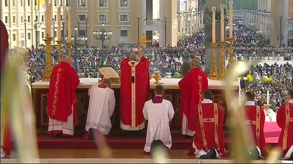 البابا فرنسيس: أشعر بالألم لما حدث لكاتدرائية نوتردام