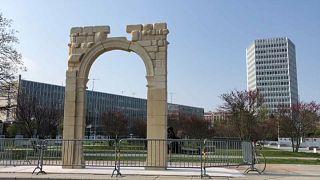 جنيف تحاكي تدمر السورية في نصب قوس النصر الشهير الذي دمره داعش