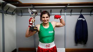 İranlı kadın boksör hakkında yakalama kararı çıkarılınca ülkesine dönmekten vazgeçti